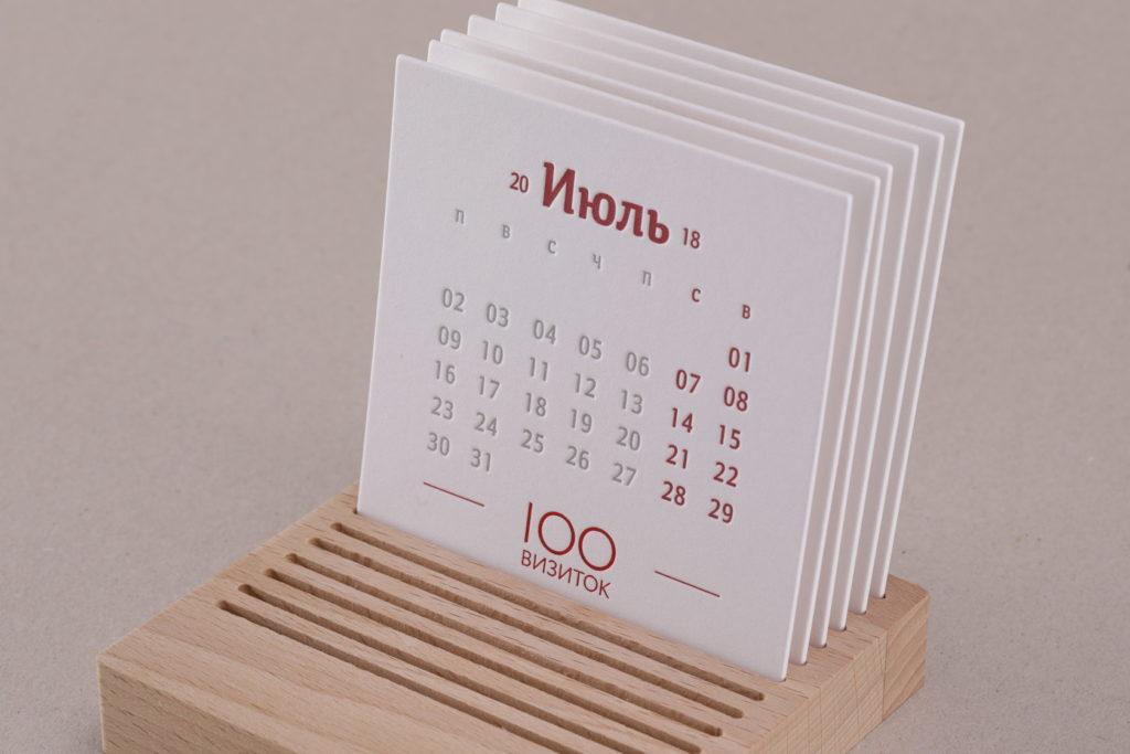 Подставка из дерева для календаря