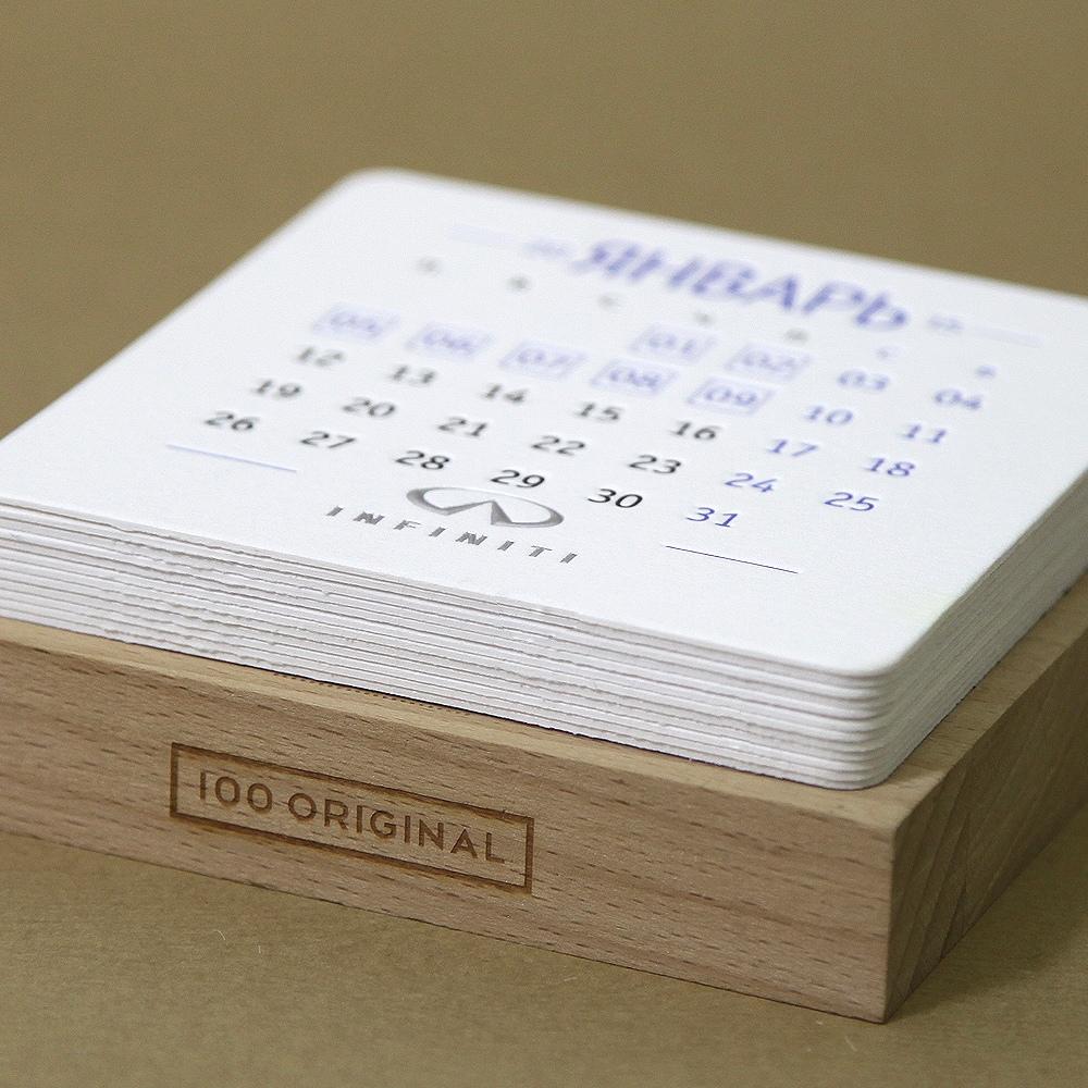 Настольный календарь INFINITI
