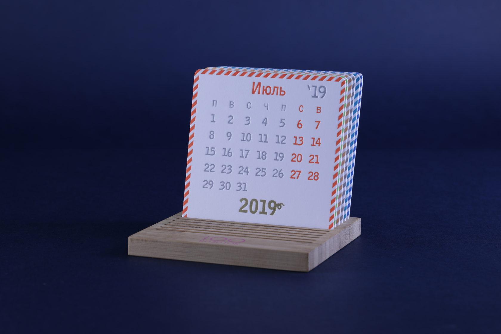 Подставка для календаря из бамбука
