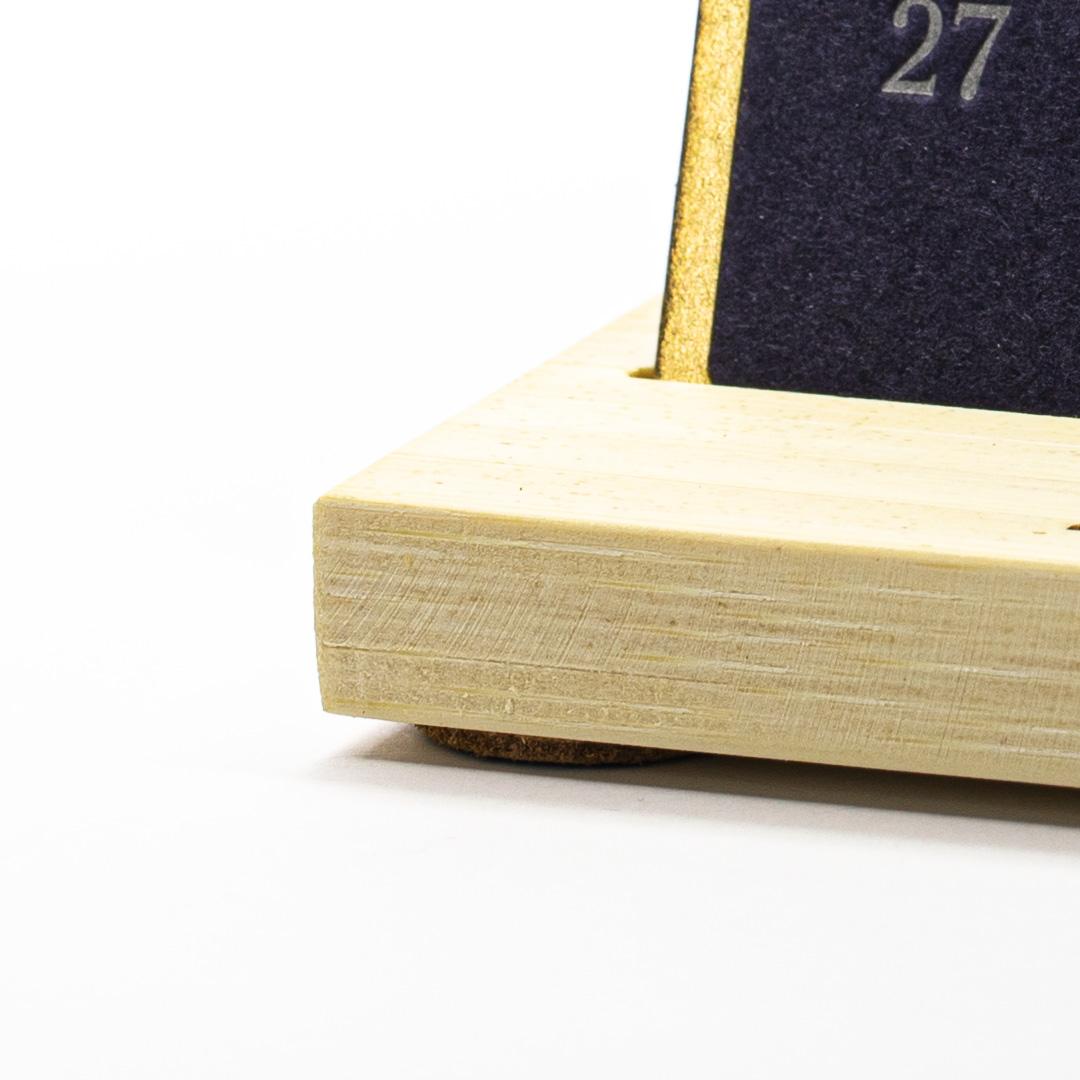 Календарь костеры на подставке
