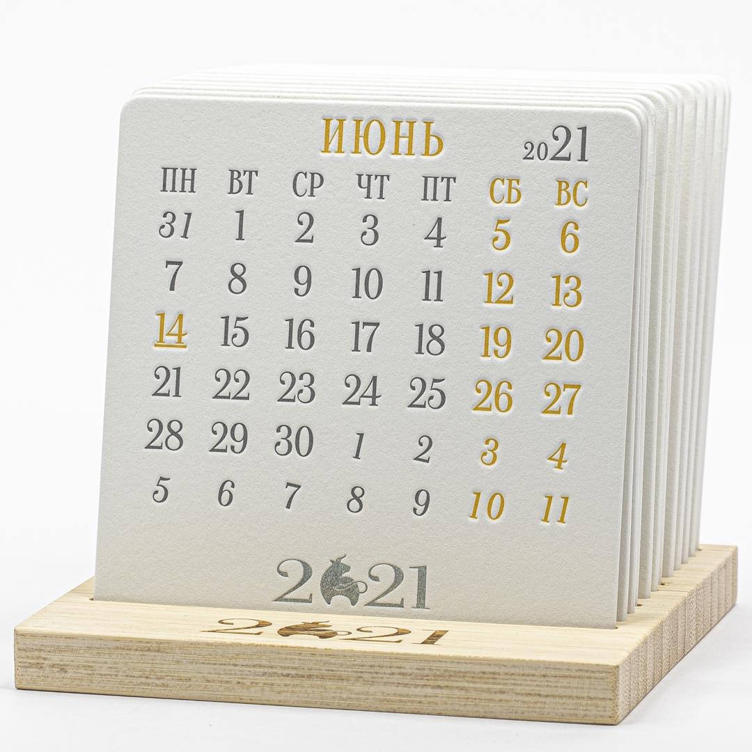 Календарь на подставке изи бамбука