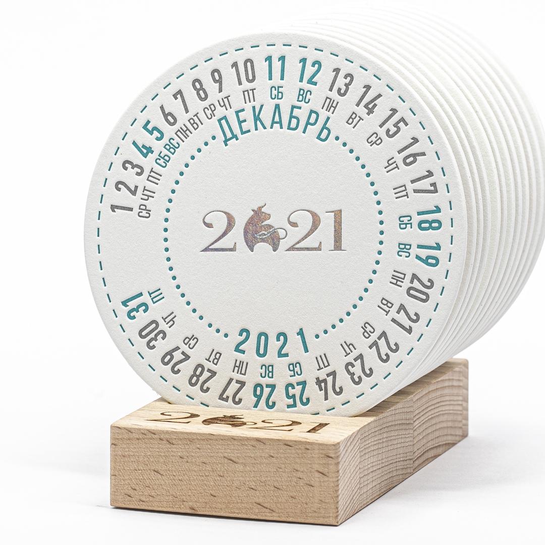 Круглый календарь на подставке