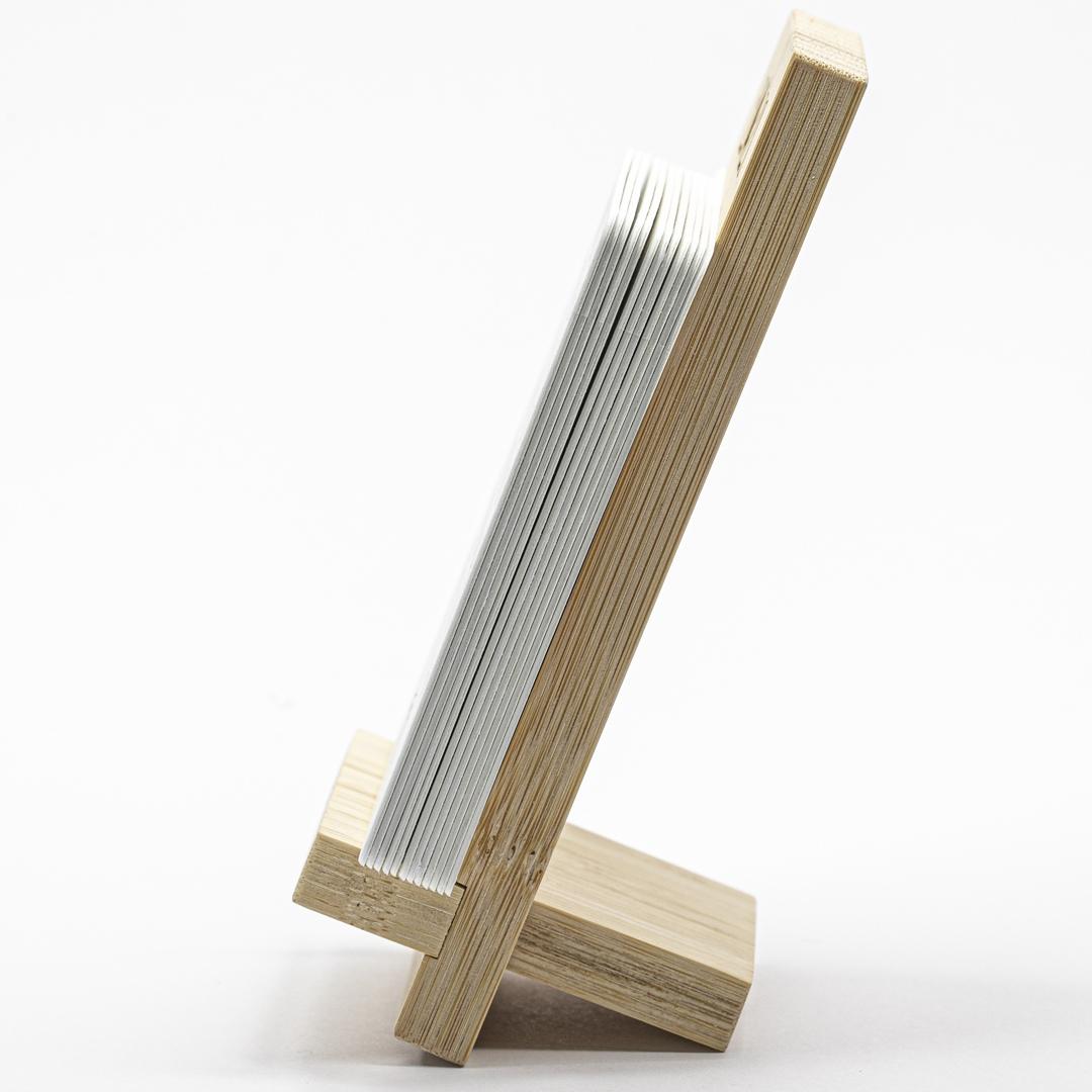 Подставка из бамбука для календаря