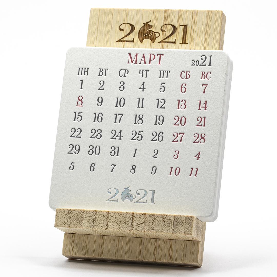 Календарь подставка под телефон из бамбука