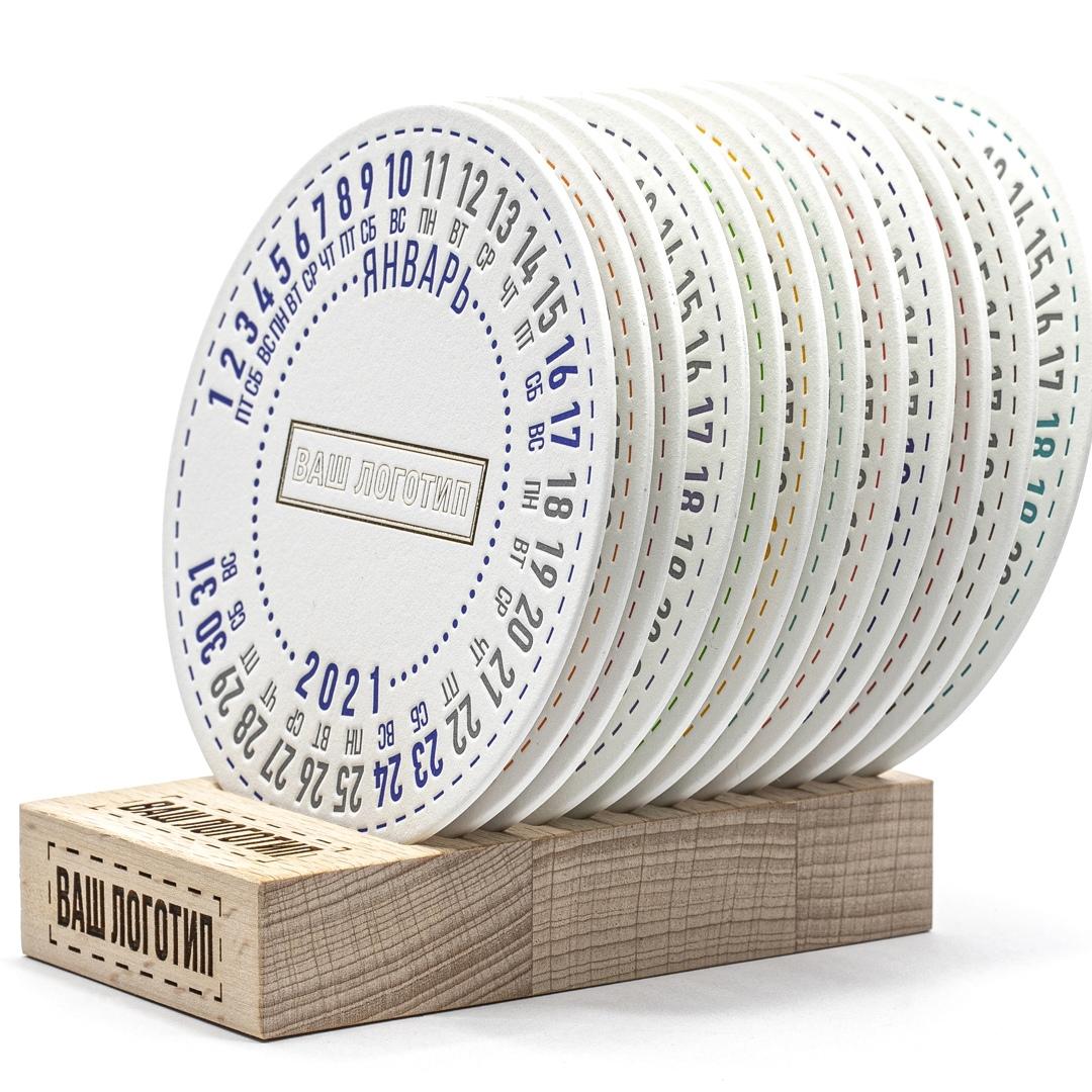 Круглый календарь на подставке костеры под кружку.